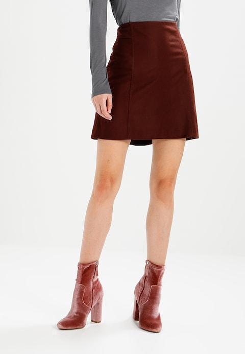 falda con botines